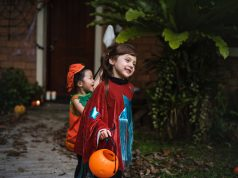 children-halloween-trick or treating
