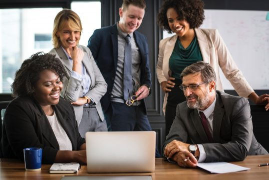 analyzing-brainstorming-business-people